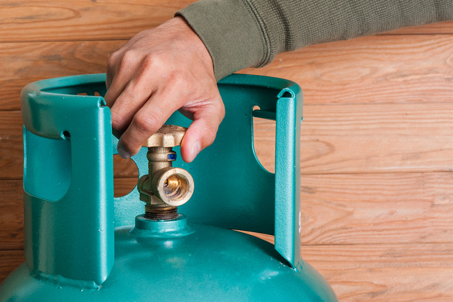 how to properly manage gas cylinders 1 (@shutterstock)